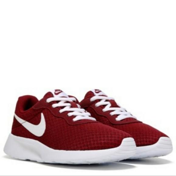 Nike Tanjun Womens Running Shoe Maroon